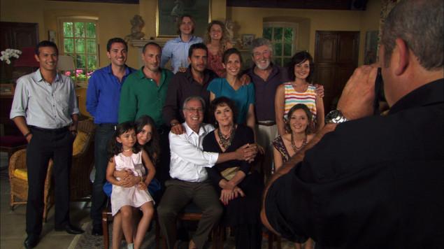 Une famille formidable tunnel et le meilleur p tissier au programme t l ce - Photo famille formidable ...
