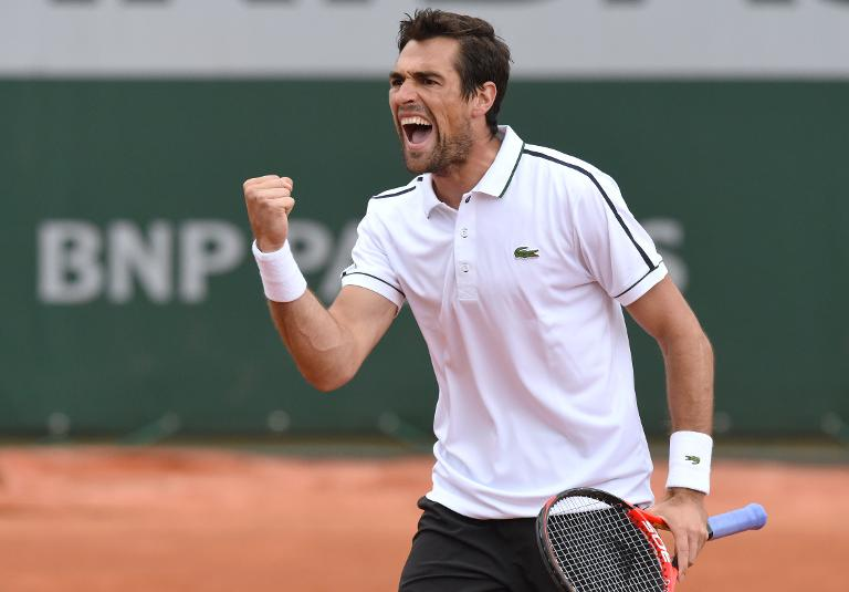 Roland-Garros: Chardy sort Isner et va 3e tour