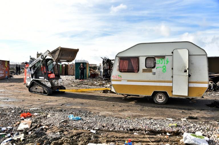 Hollande confirme que les camps de Paris vont être évacués — Migrants