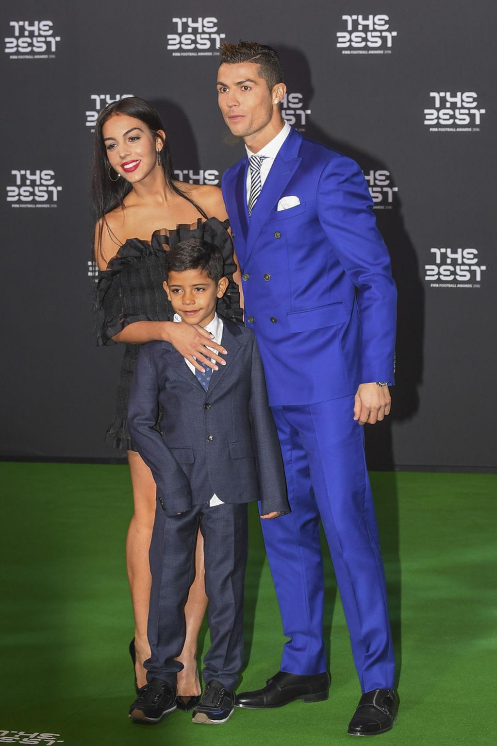 Cristiano-Ronaldo-son-fils-Cristiano-Jr-et-Georgina-Rodriguez_width1024